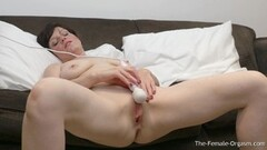 SWALLOWED Vicki Chase likes to suck it wet and sloppy Thumb