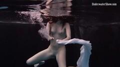 Kinky Andrejka does astonishing underwater moves Thumb