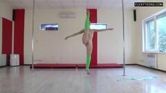 Kinky Dora Tornaszkova hot naked gymnastics Thumb
